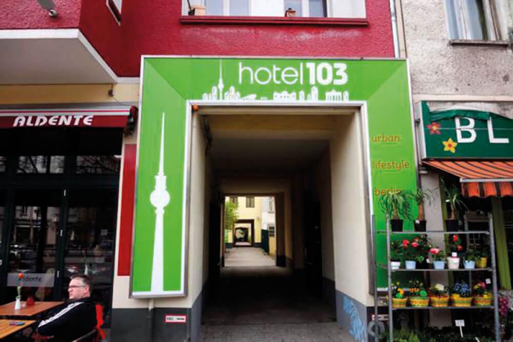 hdb berlin hotel 103 aussen eingang projektwoche klassenfahrt staedtreise hostel