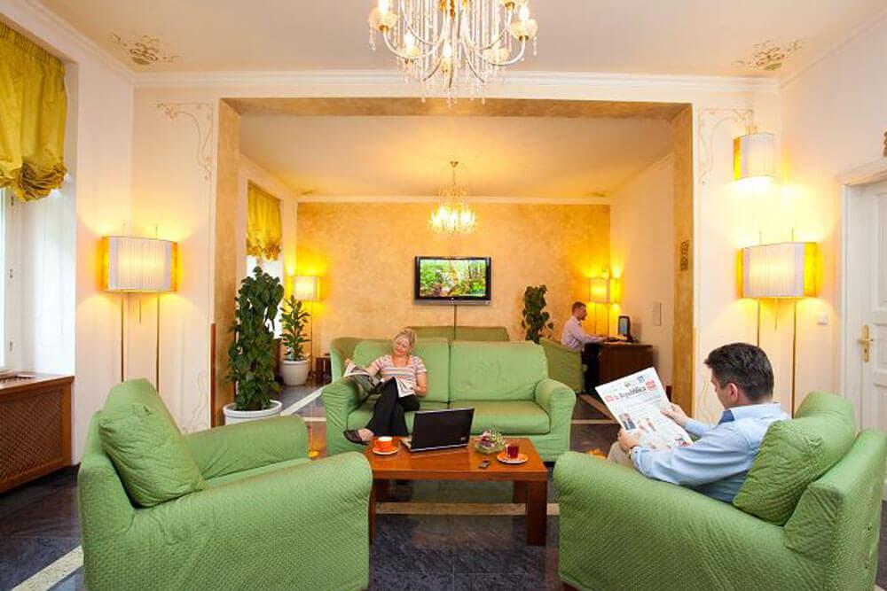 kmp prag medium lobby projektwoche klassenfahrt staedtreise hostel